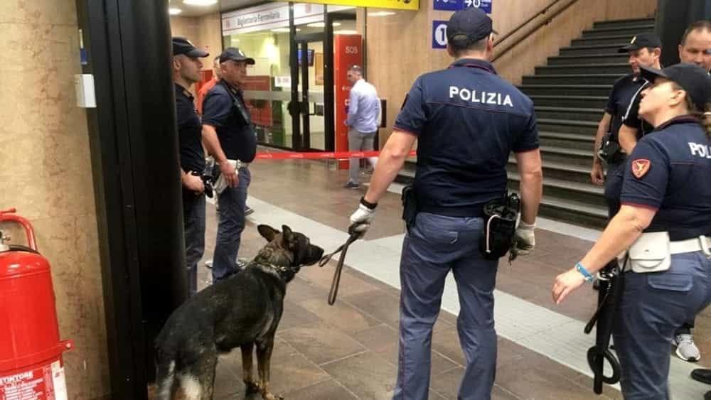 Mezzo nudo impugna un coltello e si ferisce petto e braccia in stazione: fermato 19enne - Monza Today