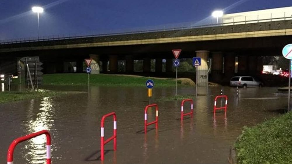 Traffico in tilt sulle strade a Monza e in Brianza, sottopassi allagati e lunghe code - Monza Today