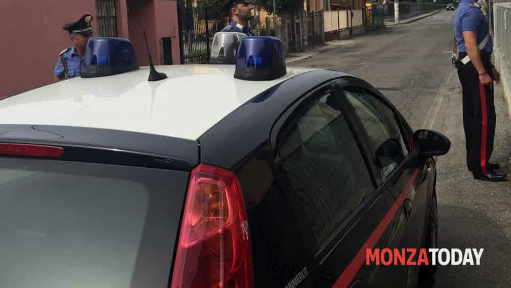 Nova Milanese, vede i carabinieri e cambia direzione: in tasca dosi di marijuana - Monza Today